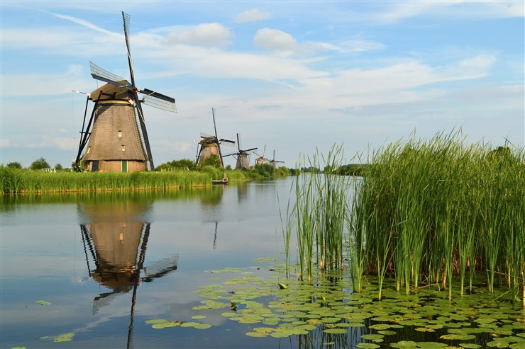 The windmills of Kinderdijk, Netherlands by Tarod
